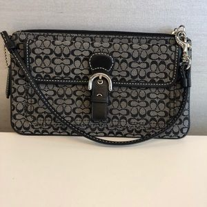 Coach wristlet Black New never been used